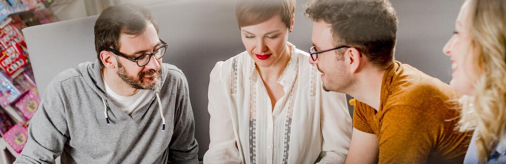 Vier Mitarbeiter von Egmont Publishing im Gespräch